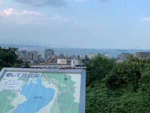 琵琶湖から大津を望む